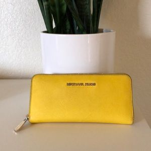 Michael Kors Jet Set Travel Leather Wallet